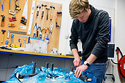 In september wil het Human Power Team Delft en Amsterdam, dat bestaat uit studenten van de TU Delft en de VU Amsterdam, tijdens de World Human Powered Speed Challenge in Nevada een poging doen het wereldrecord snelfietsen voor vrouwen te verbreken met de VeloX 7, een gestroomlijnde ligfiets. Het record is met 121,44 km/h sinds 2009 in handen van de Francaise Barbara Buatois. De Canadees Todd Reichert is de snelste man met 144,17 km/h sinds 2016.<br /> <br /> With the VeloX 7, a special recumbent bike, the Human Power Team Delft and Amsterdam, consisting of students of the TU Delft and the VU Amsterdam, also wants to set a new woman's world record cycling in September at the World Human Powered Speed Challenge in Nevada. The current speed record is 121,44 km/h, set in 2009 by Barbara Buatois. The fastest man is Todd Reichert with 144,17 km/h.