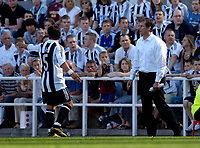 Fotball<br /> Intertoto Cup<br /> 15.07.2006<br /> Newcastle United v Lillestrøm<br /> Foto: Jed Wee/SBI/Digitalsport<br /> NORWAY ONLY<br /> <br /> Newcastle manager Glenn Roeder (R) has a discussion with Emre as things do not go according to plan in the first half.