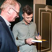 NLD/Amsterdam/20190314  - Boekpresentatie Jan Versteegh - Gelukkig worden doe je zo, Jan Verteegh met zijn vader