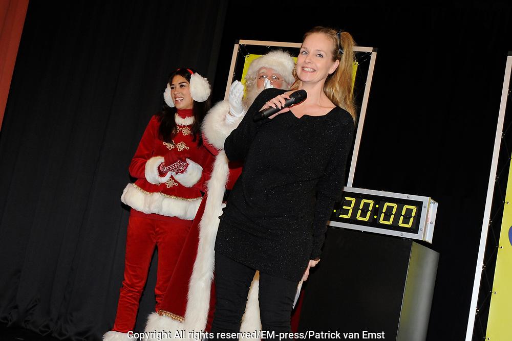 Sky Radio Christmas Tree for Charity 2011 in Artis, Amsterda.<br /> <br /> Op de foto: De middag in Artis werd gepresenteerd door Marlayne Sahupala