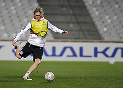MARSEILLE, FRANCE - Monday, December 10, 2007: Liverpool's Fernando Torres training at the Stade Velodrome ahead of the final UEFA Champions League Group A match against Olympique de Marseille. Liverpool must win to progress to the knock-out stage. (Photo by David Rawcliffe/Propaganda)