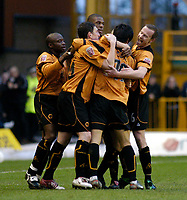 Fotball<br /> England 2004/2005<br /> Foto: SBI/Digitalsport<br /> NORWAY ONLY<br /> <br /> 01/01/2005<br /> <br /> Wolverhampton Wanderers v Plymouth Argyle<br /> <br /> Seol Ki-Hyeon is mobbed by his Wolves teammates after giving them a 1-0 lead at half time.