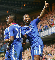 20.04.2011, Stamford Bridge, London, ENG, PL, FC Chelsea vs Birmingham City, im Bild Chelsea's Didier Drogba waves to family after Chelsea's Salomon Kalou puts Chelsea up 2-0, English Premier League, Stamford Bridge, Chelsea v Birmingham City, 20/04/2011. EXPA Pictures © 2011, PhotoCredit: EXPA/ IPS/ Mark Greenwood +++++ ATTENTION - OUT OF ENGLAND/UK and FRANCE/FR +++++