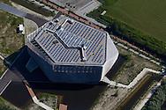 Luchtfoto van de nieuwbouw van de WaterCampus aan de Oostergoweg in Leeuwarden.