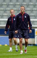 Fotball<br /> England trener før kampen mot Ukraina<br /> 17.08.2004<br /> Foto: SBI/Digitalsport<br /> NORWAY ONLY<br /> <br /> England's David Beckham (R) with Nicky Butt