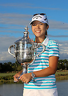 151122 Lydia Ko holds the Rolex Player of The year Trophy on the 18th green at the conclusion of Sunday's Final Round of The CME Group LPGA Tour Championship at The Tiburon Golf Club, in Naples, Fl.(photo credit : kenneth e. dennis/kendennisphoto.com)