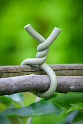Rubber coated wire twist tie