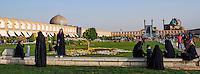 Iran, province d'Ispahan, Ispahan, Place de l'Imam, classée Patrimoine Mondial de l'UNESCO, Jameh Mosque ou la mosquée du vendredi et la mosquee de Sheikh Lotfollah // Iran, Isfahan, Imam Square, Jameh Mosque or Friday mosque and Sheikh Lotfollah mosque, world heritage of the UNESCO