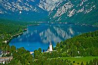 Slovenie, region de Gorenjska, Bohinj, parc national du Triglav, lac de Bohinj et eglise Saint Jean Baptiste // Slovenia, Gorenjska region, Triglav National Park, Bohinj lake and Church of St. John the Baptist