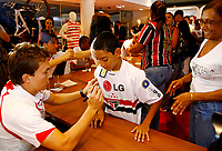 20091124: SAO PAULO, BRAZIL - Sao Paulo players sign autographs at Reebook store in Morumbi Stadium. In picture: Dagoberto (L). PHOTO: CITYFILES