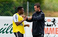 30/06/14<br /> CELTIC TRAINING<br /> AUSTRIA<br /> Celtic manager Ronny Deila speaks with Darnell Fisher (left) during training.