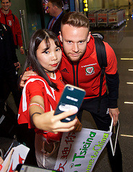 NANNING, CHINA - Monday, March 19, 2018: Wales' Chris Gunter poses for a selfie with a supporter as the team arrive at Nanning International Airport for the 2018 Gree China Cup International Football Championship. (Pic by David Rawcliffe/Propaganda)