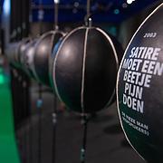 NLD/Hilversum/20190207- Opening Serieus Grappig tentoonstelling, boxballen met teksten