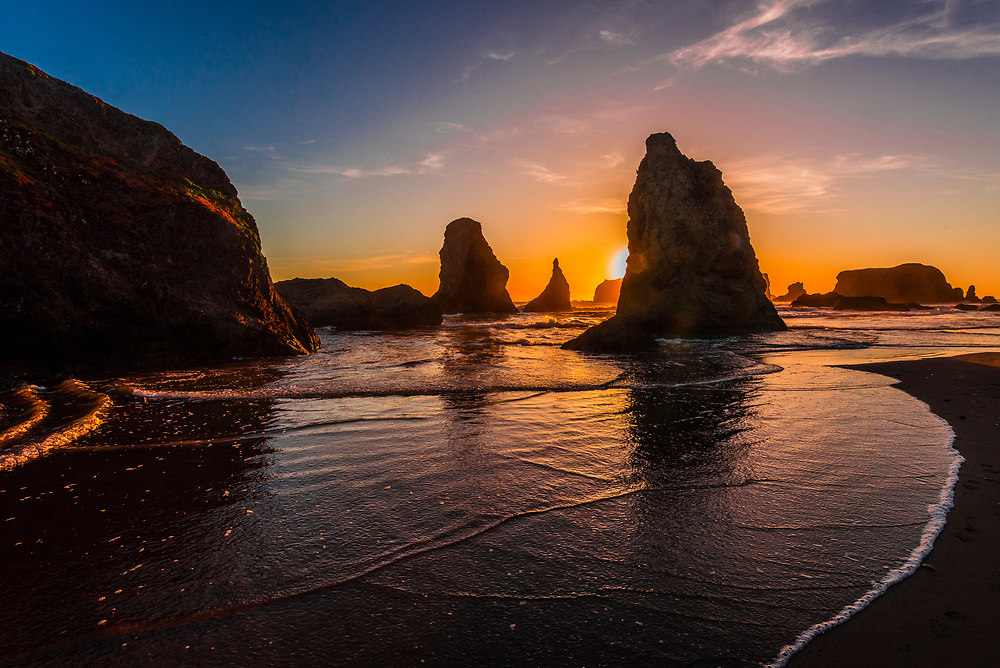 Wizards Hat and other sea stacks at Bandon Beach, Oregon USA.