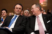 09 JAN 2012, KOELN/GERMANY:<br /> Hans-Peter Friedrich (L), CSU, Bundesinnenminister, und Peter Heesen (R), Bundesvorsitzender Deutscher Beamtenbund, dbb, im Gespraech, dbb Jahrestagung 2012, Messe Koeln<br /> IMAGE: 20120109-01-086<br /> KEYWORDS: Köln, Beamtenbund, Gespräch