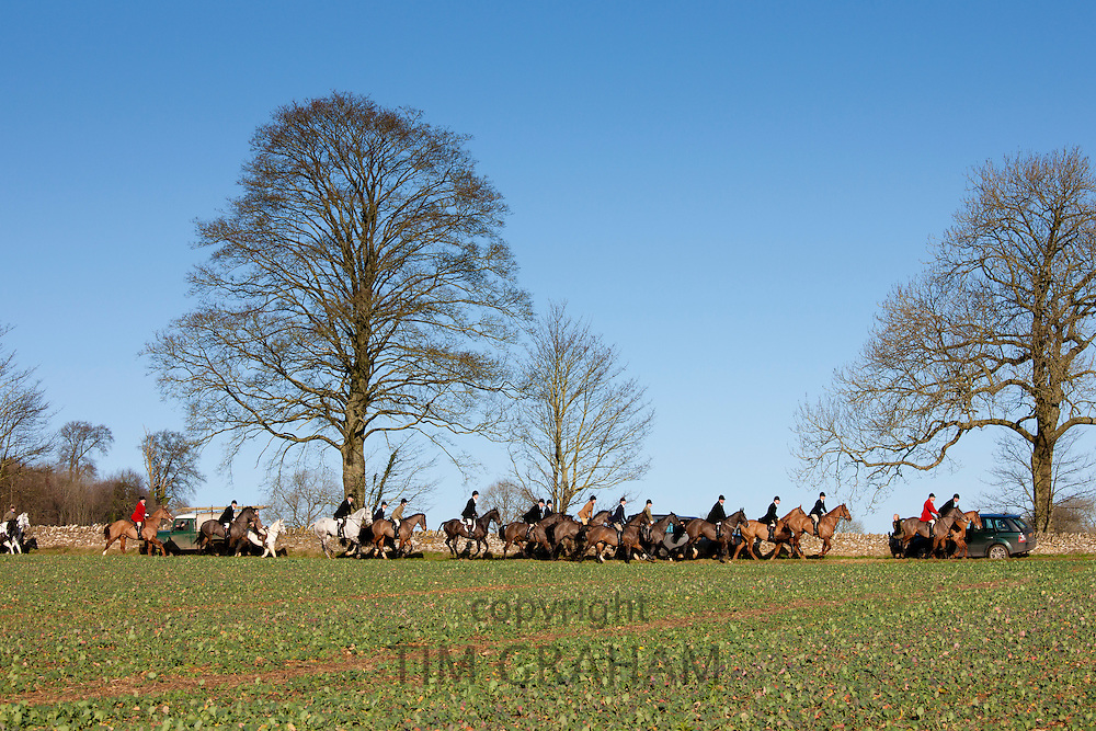 The Heythrop Hunt near Stow-on-the-Wold, Gloucestershire for the traditional New Year's Day Hunt Meet, The Cotswolds, UK