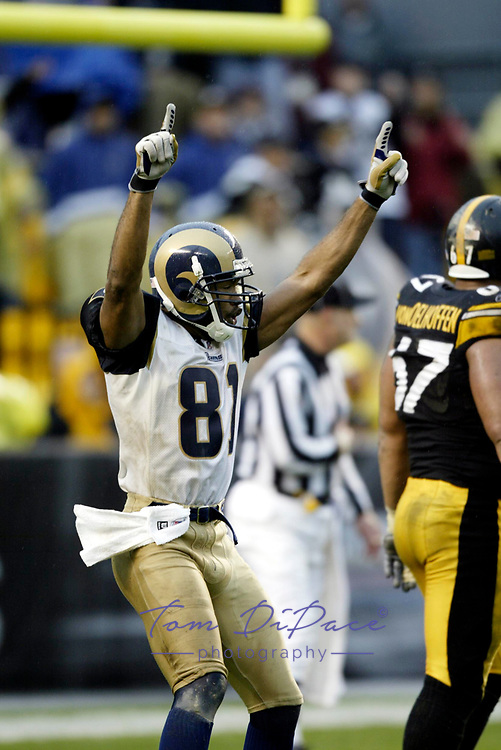 St.Louis Rams Torry Holt plays in a game against the Pittsburgh Steelers.<br /> (Tom DiPace)