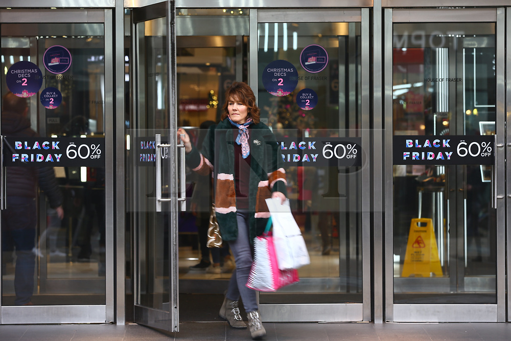 © Licensed to London News Pictures. 23/11/2018. Leeds, UK. Black Friday shoppers looking for a bargain in Leeds city centre this morning. Photo credit: Andrew McCaren/LNP