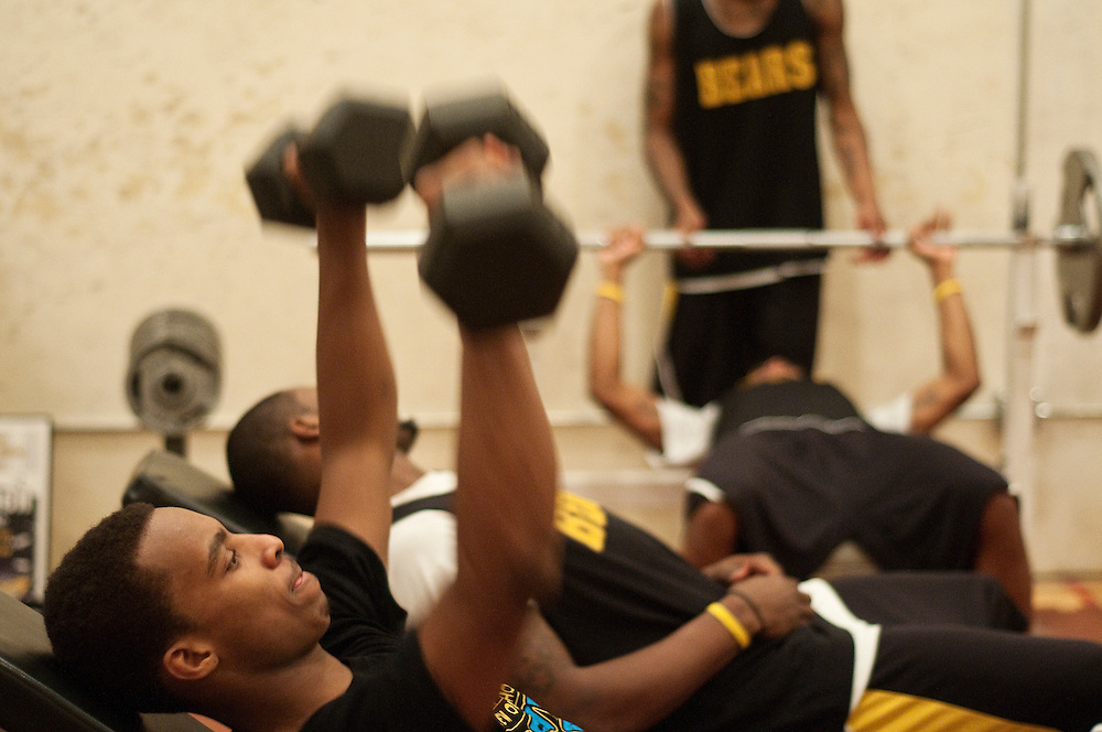 Matt Dixon   The Flint Journal..Marshawn Norris lifts weights with his teammates after practice in preparation for the NJCAA national tournament next week. Mott, currently ranked no. 1, will be heading to Danville, IL on Sunday to compete the tournament.