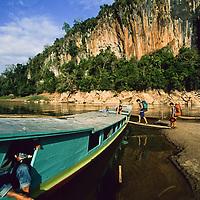 Tourists board slow boat on nam ou river, Ban Pak Ou, Luang Phrabang, Laos