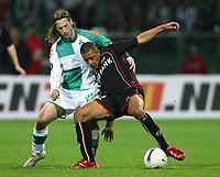 Fotball<br /> 12.04.2007<br /> Foto: Witters/Digitalsport<br /> NORWAY ONLY<br /> <br /> v.l. Torsten Frings Bremen, Moussa Dembele<br /> UEFA-Cup Viertelfinale Werder Bremen - AZ Alkmaar