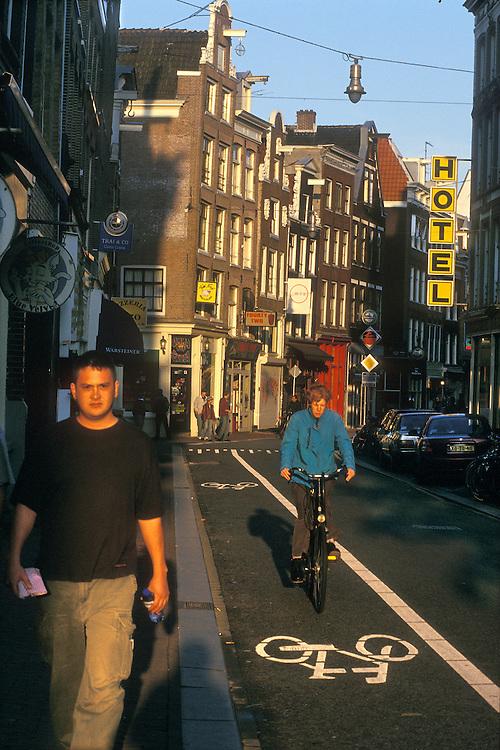 Holanda. Amsterdam..Carril-bici en el centro de la ciudad..© JOAN COSTA...