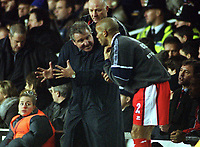 Terry Venables issues instructions to Curtis Fleming during the second half.Tottenham Hotspur v Middlesbrough.23/12/2000 FA.Carling Premiership.Credit:Colorsport/Andrew Cowie.