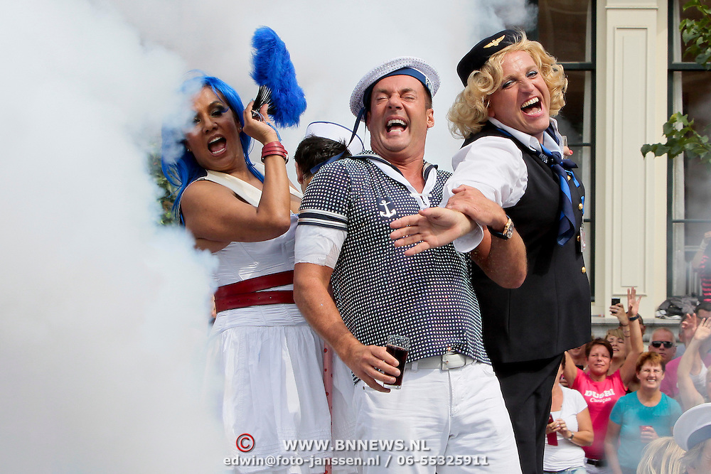 NLD/Amsterdam/20110806 - Canalpride Gaypride 2011, Gerard Joling, Patty Brard en Gordon Heuckeroth