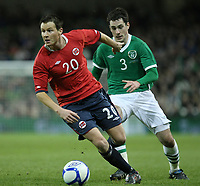 Fotball , 17. november 2010 , Privatkamp , Irland - Norge 1-2<br /> Petter Vaagan Moen  , Norge aog  Greg Cunningham , Irland<br /> <br /> Norway only