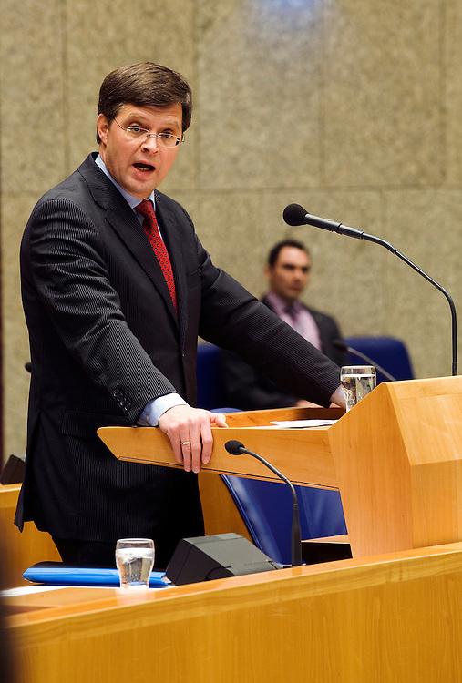 Nederland, en Haag, 26  jan 2010.Debat in de Tweede Kamer over Natura 2000 gebieden en een briefje van Balkenende aan Barrosso. .Premier Balkenende verdedigt zich bij zijn antwoord aan de kamer.Foto (c) Michiel Wijnbergh..