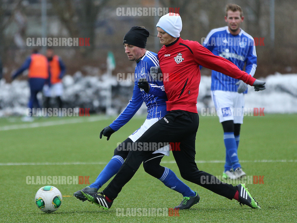 Jannik Zimling (FC Helsingør) i kamp med Martin Andersen (Lyngby).