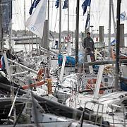 ambiance sur les pontons de la base des sous-marins à Lorient