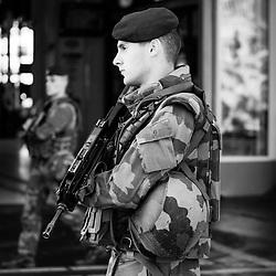 vendredi 5 aout 2016, 7h59, Paris XII. Patrouille de militaires du 3ème Régiment d'Infanterie de Marine devant la gare de Lyon.