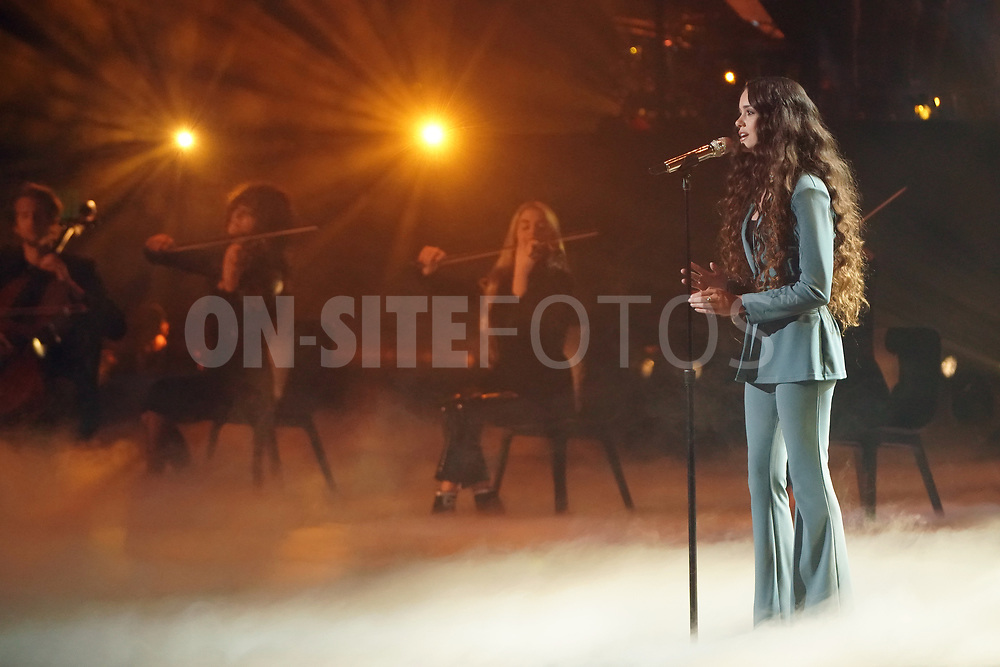 """AMERICAN IDOL – """"414 (Oscar Nominated Songs)"""" – The top 12 contestants perform Oscar®-nominated songs in hopes of securing America's vote into the top nine on an all-new episode of """"American Idol,"""" airing live coast-to-coast on SUNDAY, APRIL 18 (8:00-10:00 p.m. EDT), on ABC. (ABC/Eric McCandless)<br /> CASEY BISHOP"""