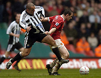 Fotball<br /> England 2004/2005<br /> Foto: SBI/Digitalsport<br /> NORWAY ONLY<br /> <br /> Date: 17/04/2005<br /> <br /> Manchester United v Newcastle United<br /> <br /> FA Cup Semi-Final<br /> <br /> Wayne Rooney battles with Stephen Carr of Newcastle.
