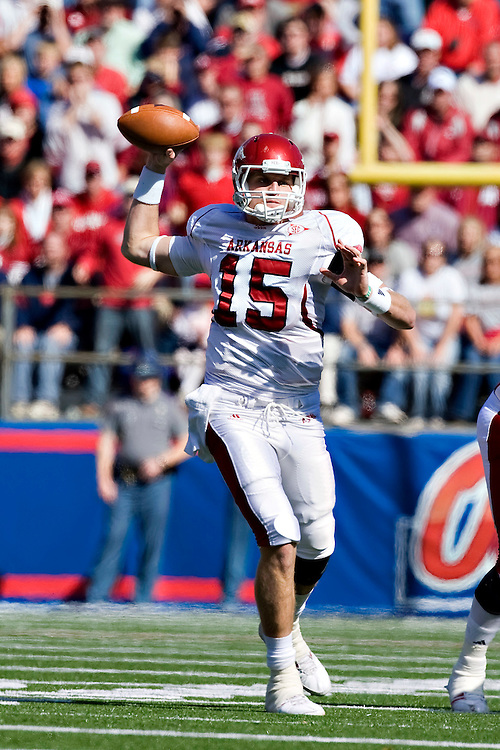 OXFORD, MS - OCTOBER 24:   Ryan Mallett #15 of the Arkansas Razorbacks throws a pass during a game against the Ole Miss Rebels at Vaught-Hemingway Stadium on October 24, 2009 in Oxford, Mississippi.  The Rebels defeated the Razorbacks 30 to 17.  (Photo by Wesley Hitt/Getty Images) *** Local Caption *** Ryan Mallett