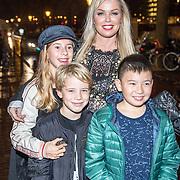 NLD/Amsterdam/20171006 - Concert Alleen van Lil Kleine, Bridget Maasland met oa haar zoon Mees