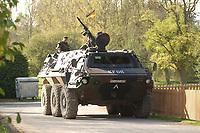16 OCT 2001, BERLIN/GERMANY:<br /> Transportpanzer vom Typ FUCHS, waehrend der Ausbildung des KFOR-Einsatzverbandes, Infanterieschule des Heeres, Hammelburg<br /> IMAGE: 20011016-01-032<br /> KEYWORDS: Bundeswehr, Armee, Panzer, Tank