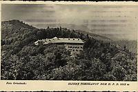 Sljeme : Tomislavov dom H. P. D. 1012 m. <br /> <br /> ImpresumZagreb : Foto-Material od t. t. Griesbach i Knaus, [1942].<br /> Materijalni opis1 razglednica : tisak ; 8,7 x 13,9 cm.<br /> NakladnikFotoveletrgovina Griesbach i Knaus (Zagreb)<br /> Mjesto izdavanjaZagreb<br /> Vrstavizualna građa • razglednice<br /> ZbirkaGrafička zbirka NSK • Zbirka razglednica<br /> Formatimage/jpeg<br /> PredmetMedvednica<br /> SignaturaRZG-SLJE-1<br /> Obuhvat(vremenski)20. stoljeće<br /> NapomenaRazglednica je putovala 1942. godine • Fotografiju po kojoj je izrađena razglednica snimio je Foto Griesbach. Na poleđini razglednice iznad razdjelne linije otisnut je monogram GLZ, vjerojatno Ljudevit Griesbach.<br /> PravaJavno dobro<br /> Identifikatori000954777<br /> NBN.HRNBN: urn:nbn:hr:238:743612 <br /> <br /> Izvor: Digitalne zbirke Nacionalne i sveučilišne knjižnice u Zagrebu