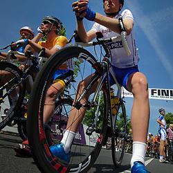Olympia's Tour Etappe Hoofddorp - Hoofddorp Berden de Vries voor de start slotetappe