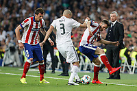 Real Madrid's Pepe (C) and Atletico del Madrid´s Mandzukic and Saul Niguezduring quarterfinal second leg Champions League soccer match at Santiago Bernabeu stadium in Madrid, Spain. April 22, 2015. (ALTERPHOTOS/Victor Blanco)