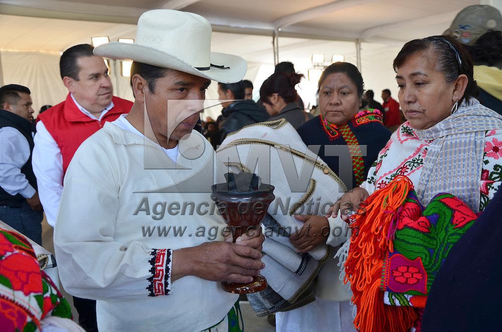 Temalcalcingo, México.- El Gobierno del Estado de México y el CDI firmaron el Acuerdo de Coordinación para la Ejecución del Programa de Infraestructura Indígena 2014, mediante el cual se destinará una inversión histórica superior a 750 mdp para realizar más de 73 obras de infraestructura básica en comunidades indígenas ubicadas en 25 municipios. Agencia MVT / José Hernández