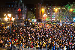 © Licensed to London News Pictures . 07/11/2015 . Manchester , UK . Crowd in Albert Square ahead of the Christmas Lights switch on at Manchester Town Hall . Photo credit : Joel Goodman/LNP