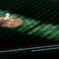 USA, Washington, Seattle Mariners pitcher Brett Tomko on mound against Texas Rangers in baseball game at Safeco Field