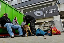 05.11.2011, Weser Stadion, Bremen, GER, 1.FBL, Werder Bremen vs 1.FC Köln, im Bild in einem abgetrennten Bereich neben dem Eingang unter der Westkurve durchsuchen Mitarbeiter der Sicherheitsfirma ELKO mithilfe von Hunden Fans des 1. FC Koeln /Köln nach Spuren von Pyrotechnik // during the match GER, 1.FBL, Werder Bremen vs 1.FC Koeln on 2011/11/05, 12. matchday, Weser Stadion, Bremen, Germany. EXPA Pictures © 2011, PhotoCredit: EXPA/ nph/  Gumz ( Hinweis - Personen muessten gepixelt werden - pers. Rechte       ****** out of GER / CRO  / BEL ******