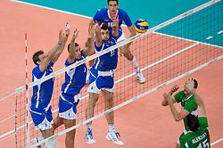 12-08-2012 VOLLEYBAL: OLYMPISCHE SPELEN 2012 ITALIE - BULGARIJE: LONDEN <br /> Italie pakt de bronzen medaille onderleiding van scheidsechter Frans Loderus / Michael Lasko (#7 ITA), Luigi Mastrangelo (#1 ITA), Cristian Savani (#11 ITA) - Todor Aleksiev (#15 BUL)<br /> ©2012-FotoHoogendoorn.nl