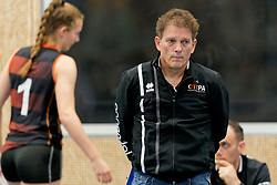 26-10-2019 NED: Talentteam Papendal - Sliedrecht Sport, Ede<br /> Round 4 of Eredivisie volleyball - Coach Avital Selinger of Talent Team