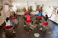 Sri Lanka, province du sud ouest, Ambalangoda, ecole de danse traditionnelle Kolama // Sri Lanka, South West Coast, Ambalangoda, Kolama traditional dance school