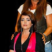 NLD/Amsterdam/20100823 - Perspresentatie musical Legally Blonde, Kim Lian van der Meij en Laura Vlasblom