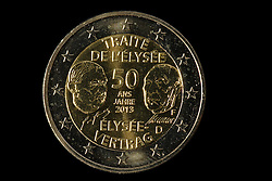 09.09.2013, Stuttgart, GER, Euro Muenze, Sonderpraegung 2013, im Bild Sonderpraegung 2013 50 Jahre Elysee Vertrag Adenauer De Gaulle, Muenzpraegestaette Stuttgart F, Rueckseite, 2-EURO Muenze, Muenzgeld // Euro coin, special edition 2013, Stuttgart, Germany on 2013/09/09. EXPA Pictures © 2013, PhotoCredit: EXPA/ Eibner/ Michael Weber<br /> <br /> ***** ATTENTION - OUT OF GER *****